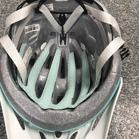 Trek bike helmet women's size small